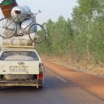 """Les breaks et Pick Up """"bachées"""" Peugeot ont connu un incroyable succès en Afrique de l'ouest. La robustesse et la simplicité, alliées au qualités de mécaniciens des Burkinabès leur ont permis des kilométrages record."""